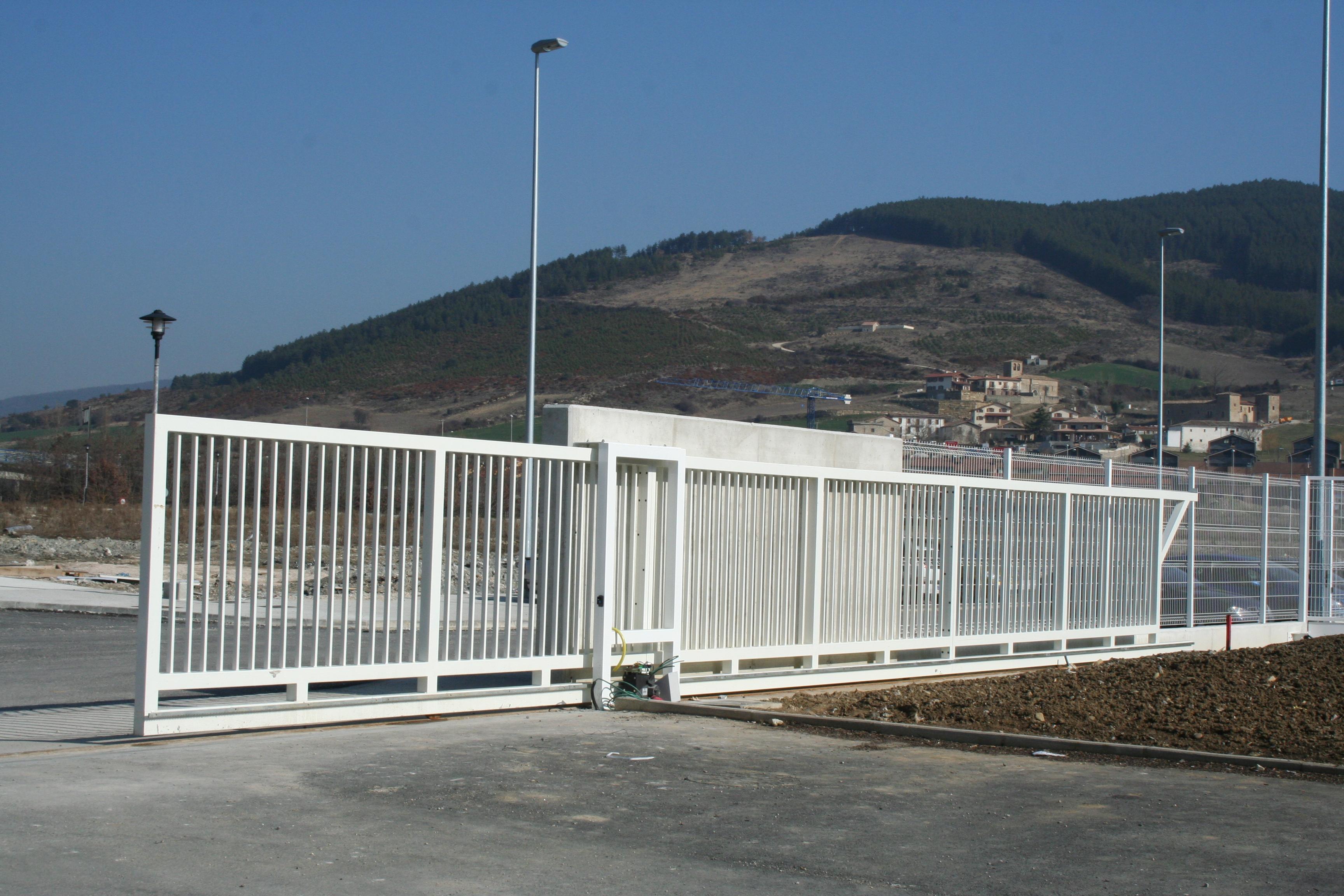 Cm division construccion s l puerta corredera - Puertas de valla ...