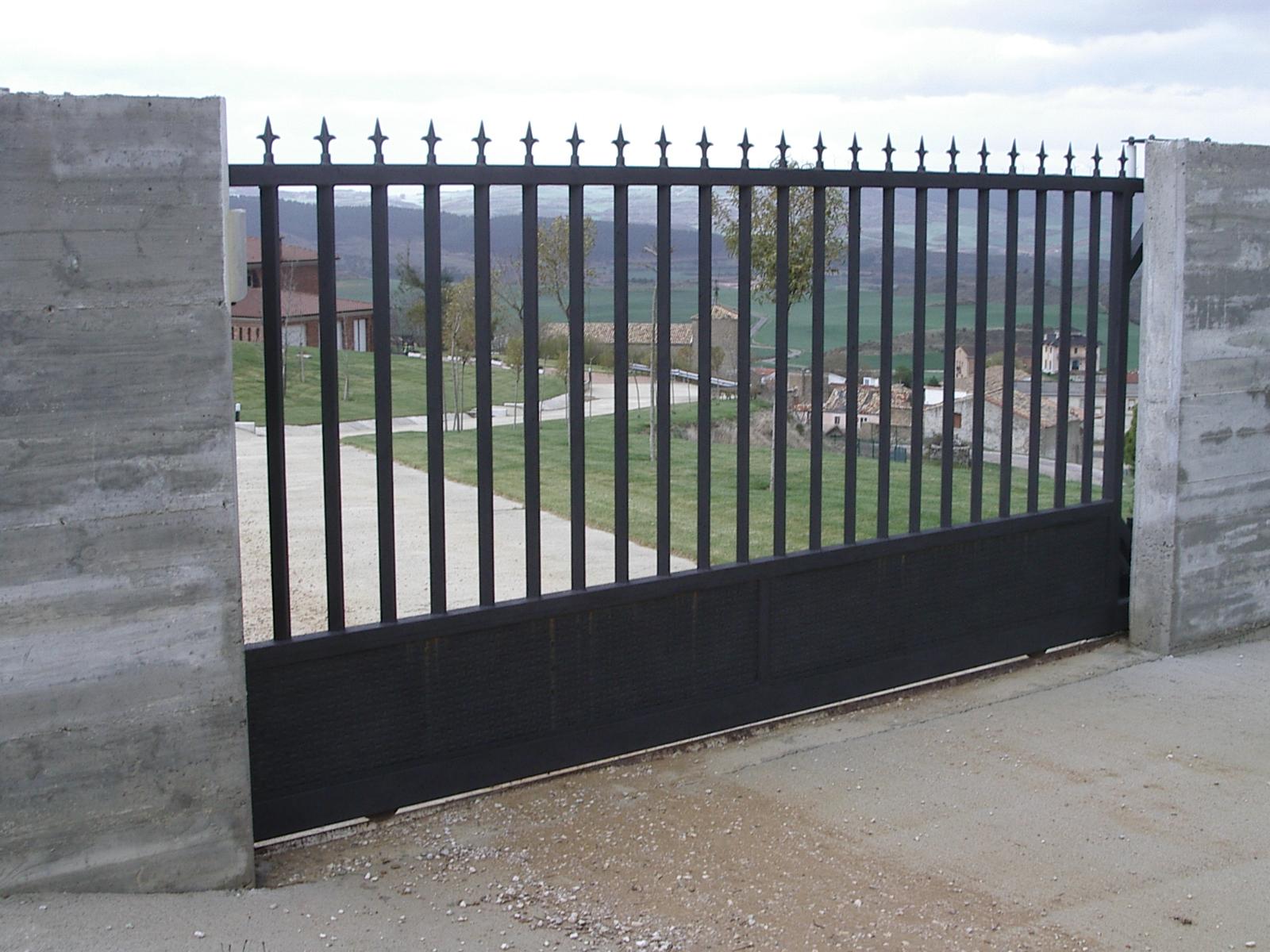 Cm division construccion s l puerta corredera for Puertas para cercados