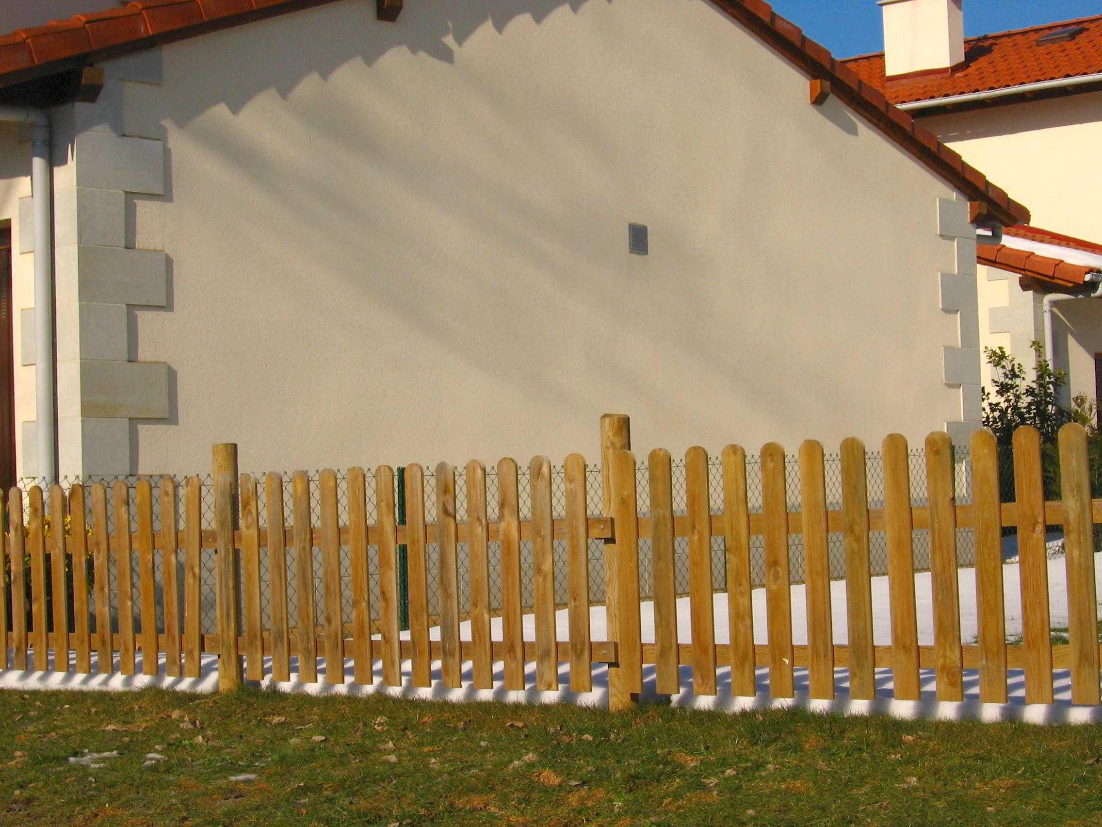 Cm division construccion s l cierres especiales - Estacas de madera para cierres ...